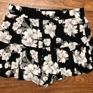 Aeropostale black and white floral skort M